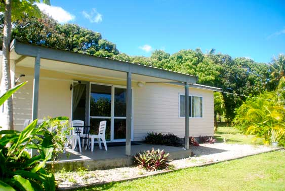 Kia Manuia Cottage a two bedroom home in the village of Titikaveka