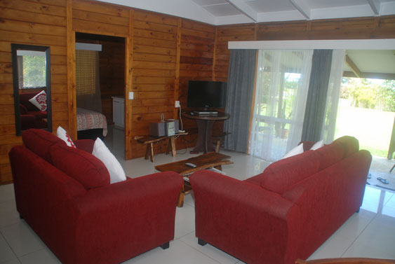 alternate view of living room at Macs Shack, Rarotonga Cook Islands