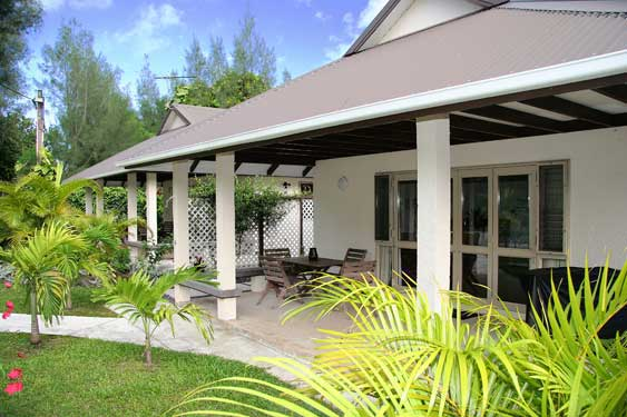 covered veranda for outside relaxing and dining